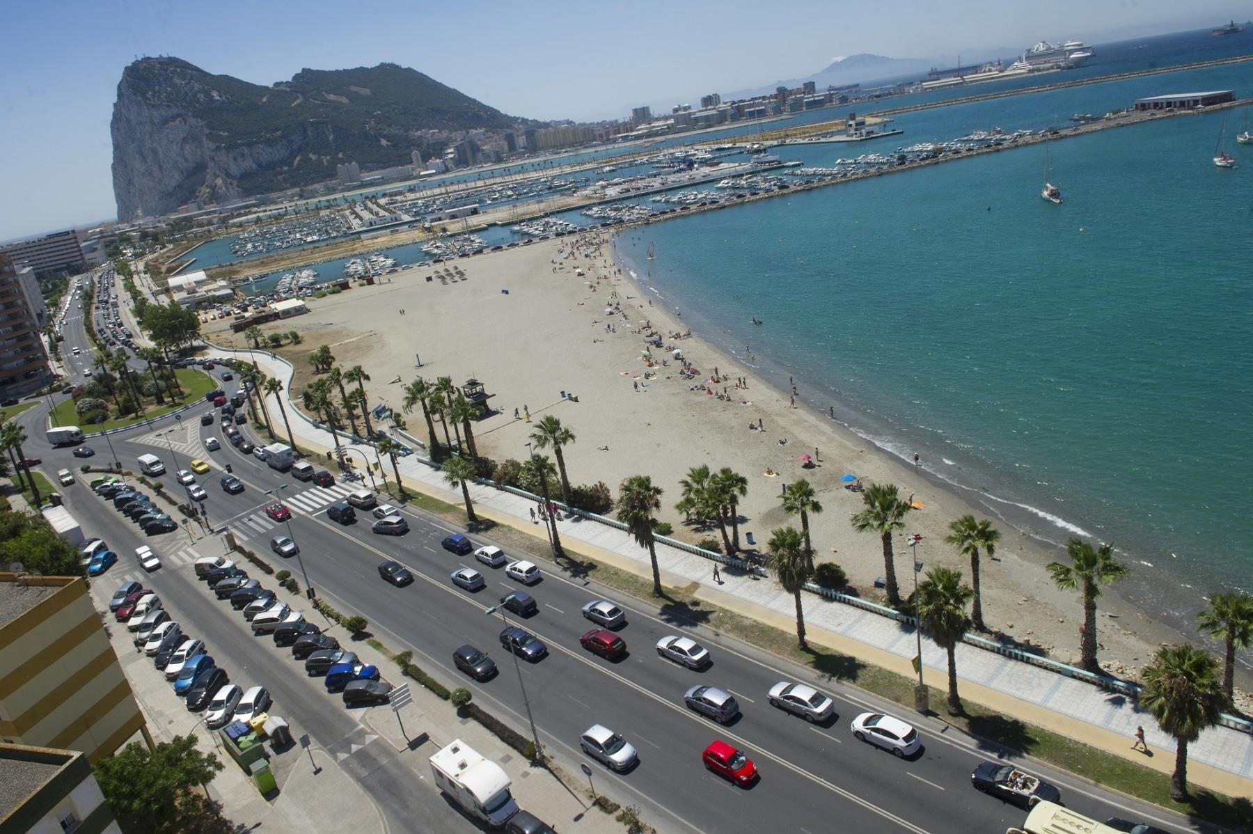 vista-ara-de-las-colas-de-acceso-a-gibraltar_9460823646_o