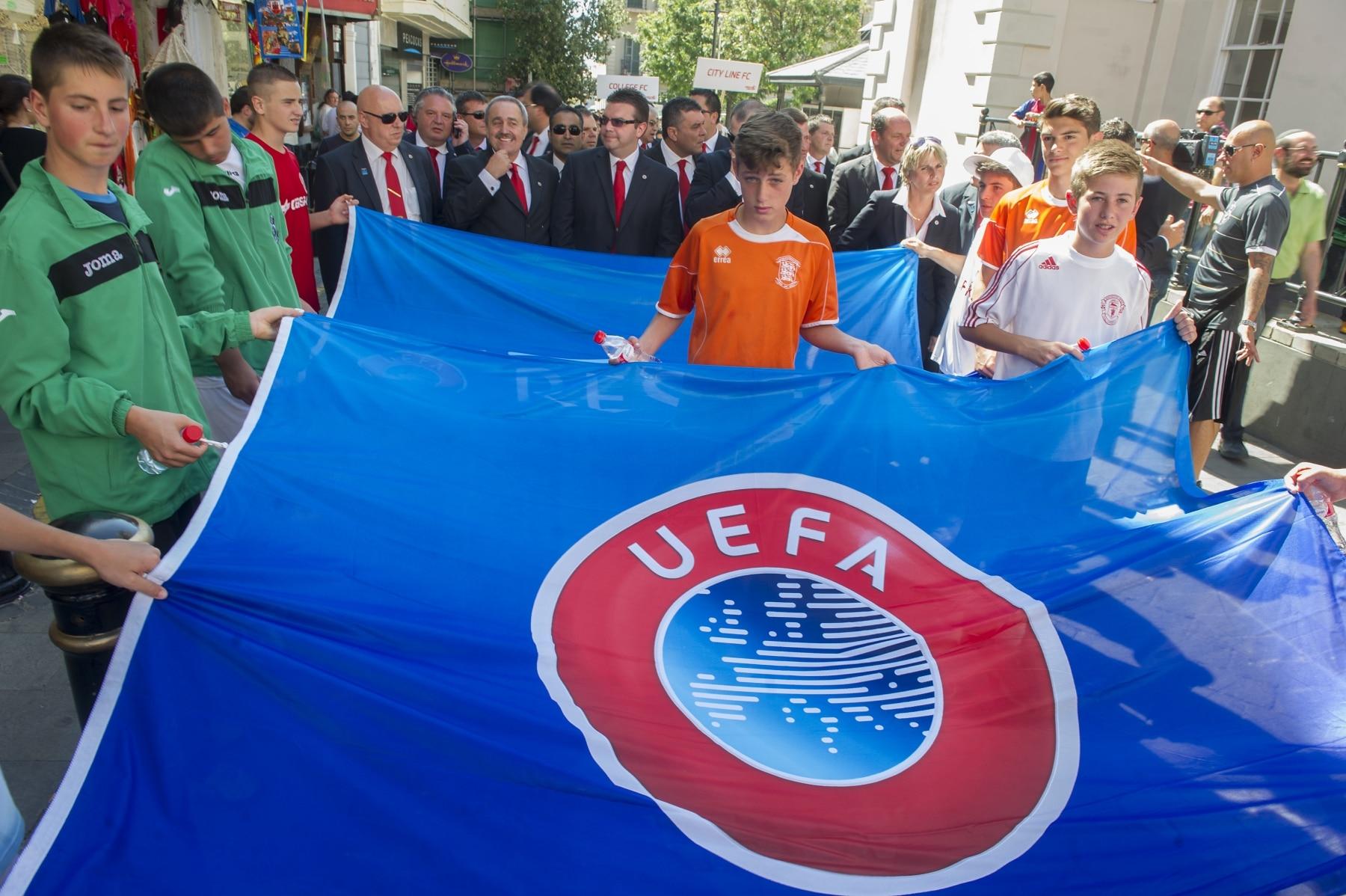 celebracin-entrada-gibraltar-en-la-uefa-03_9222032679_o