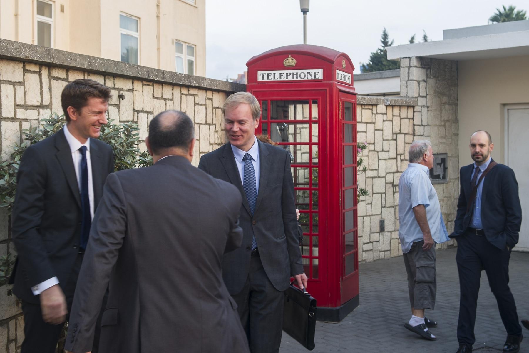 Gibraltar, 25 septiembre 2013. Miembros de la Comisión Europea recibidos por los abogados del Gobierno Gibraltareño. MARCOS MORENO