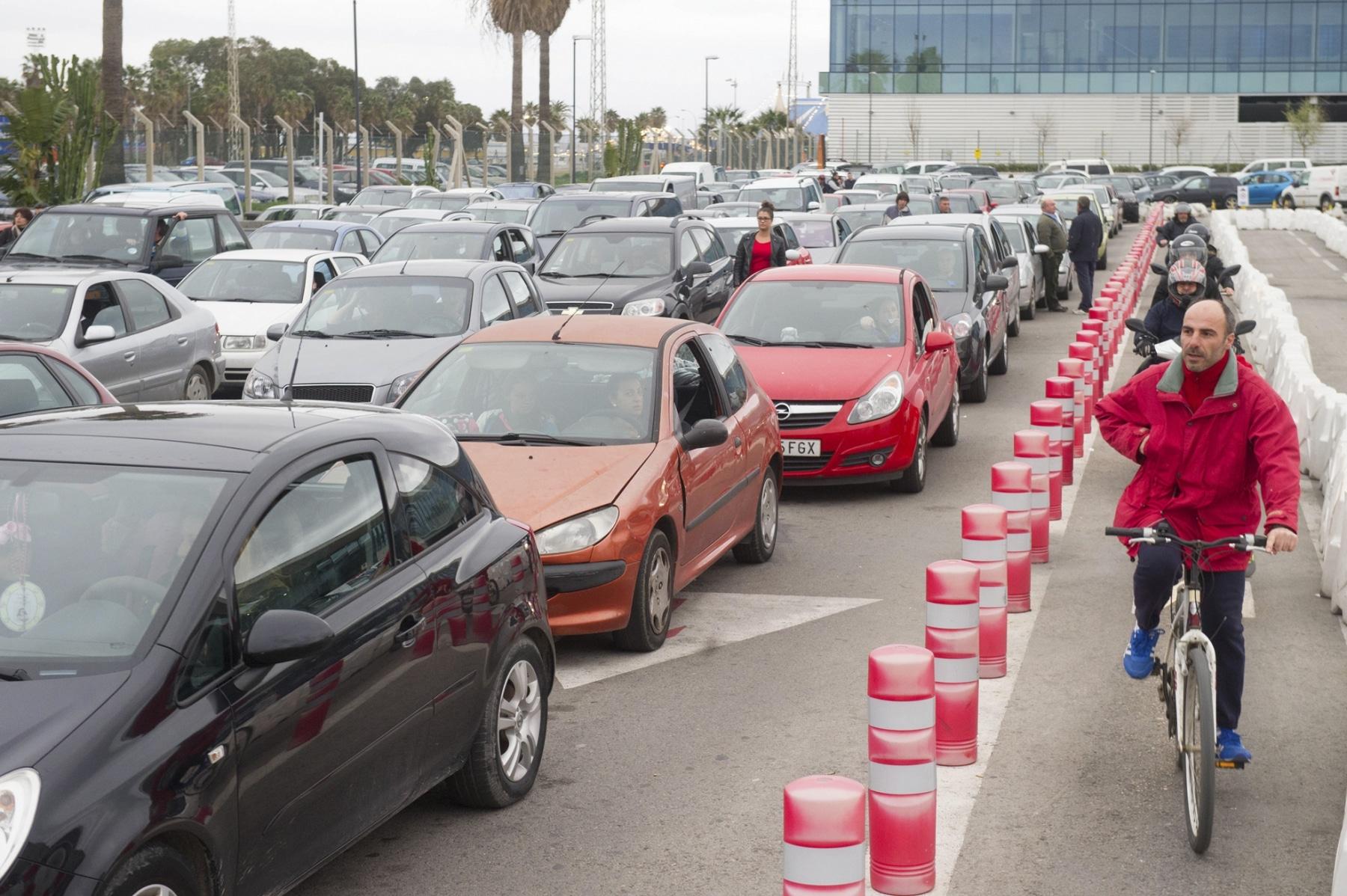 colas-coches-gibraltar-febrero-2014-2_12614309685_o