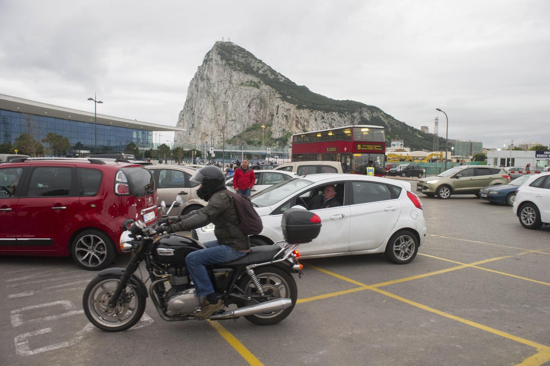 colas-coches-gibraltar-febrero-2014-5_12614296015_o