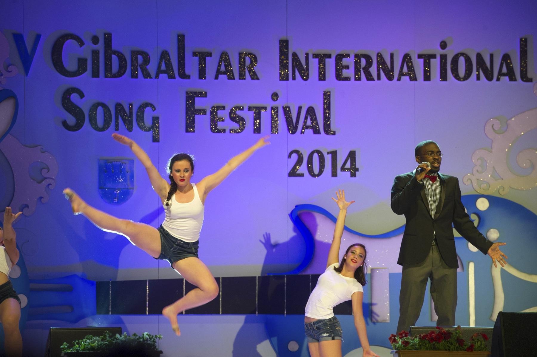 asher-moodie-reino-unido-junto-a-bailarines-de-la-mediterranen-dance-school-y-dance-academy_14033488074_o