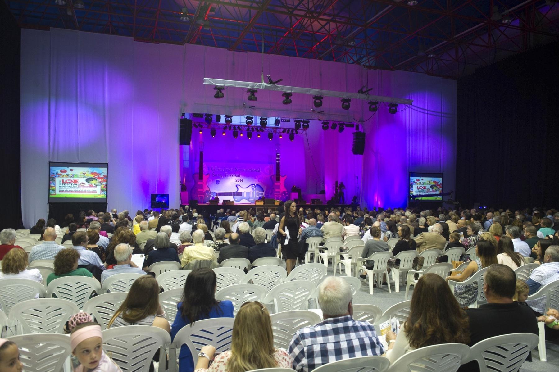 pblico-en-el-tercentenary-hall-de-gibraltar_14029841762_o