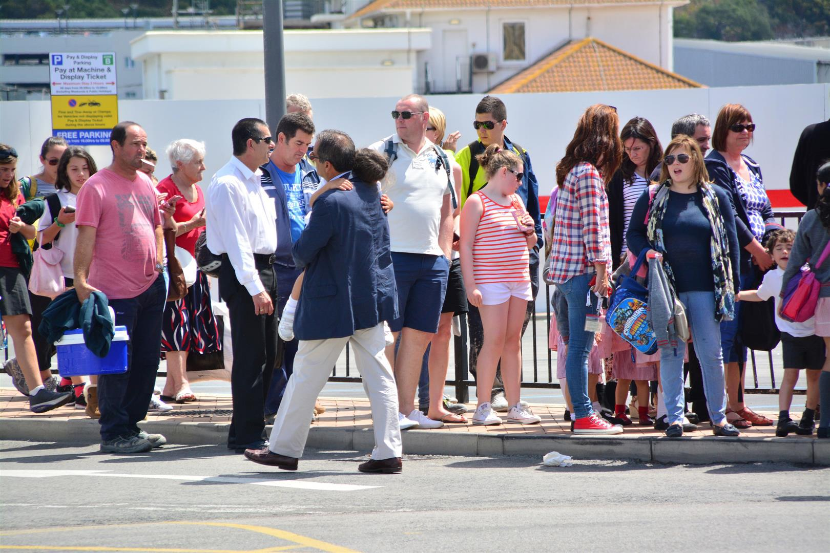 At 1500hrs on 28th May 2014 Spanish border controls at the Gibraltar-Spain frontier saw over one hour delays imposed on pedestrians. The restrictions were placed at a time when school children and tourist were crossing. At approximately 1630hrs the same restrictions were eased.