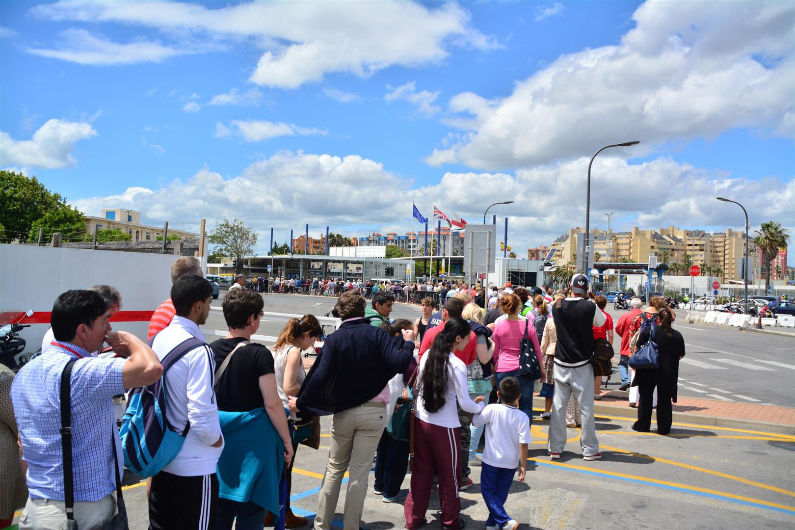 At 1500hrs on 28th May 2014 Spanish border controls at the Gibraltar-Spain frontier saw the queues extend all the way to the airport forecourt. At the same time vehicular passage saw only a 30 minute delay at the most. Children were caught up in the delays.