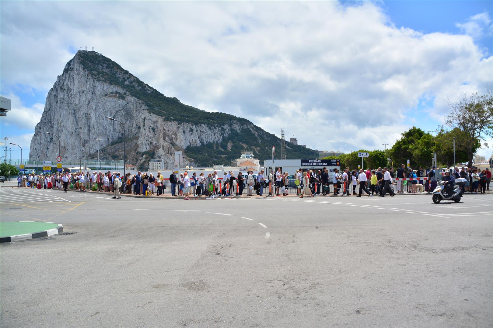 From a few people to an over 120m long mass of people was seen to be created by the enforced delays. As people waited to cross into Spain the area between the Policia Nacional officer and the Customs area at the Spanish side of the border was seen to be clear.