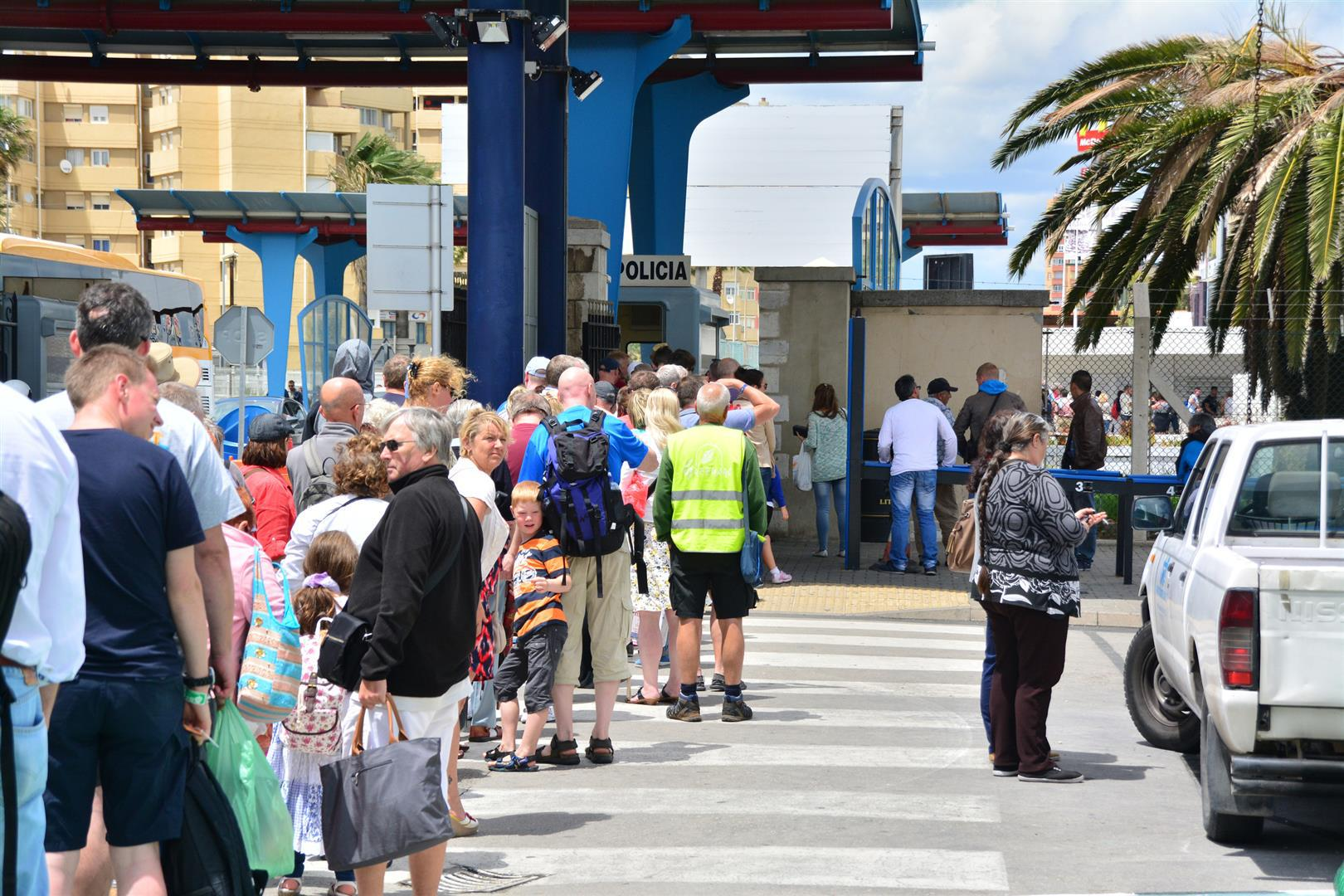 In less than five minutes a free flowing pedestrain zone saw queues increased by effecting a total stop of all persons crossing for nearly 15 minutes. This led to queues forming on the Gibraltar side extending into the airport forecourt within minutes.