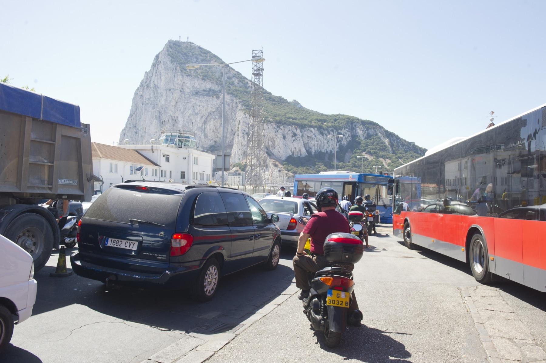 21-agosto-2014-colas-de-entrada-y-salida-de-gibraltar08_14803083960_o