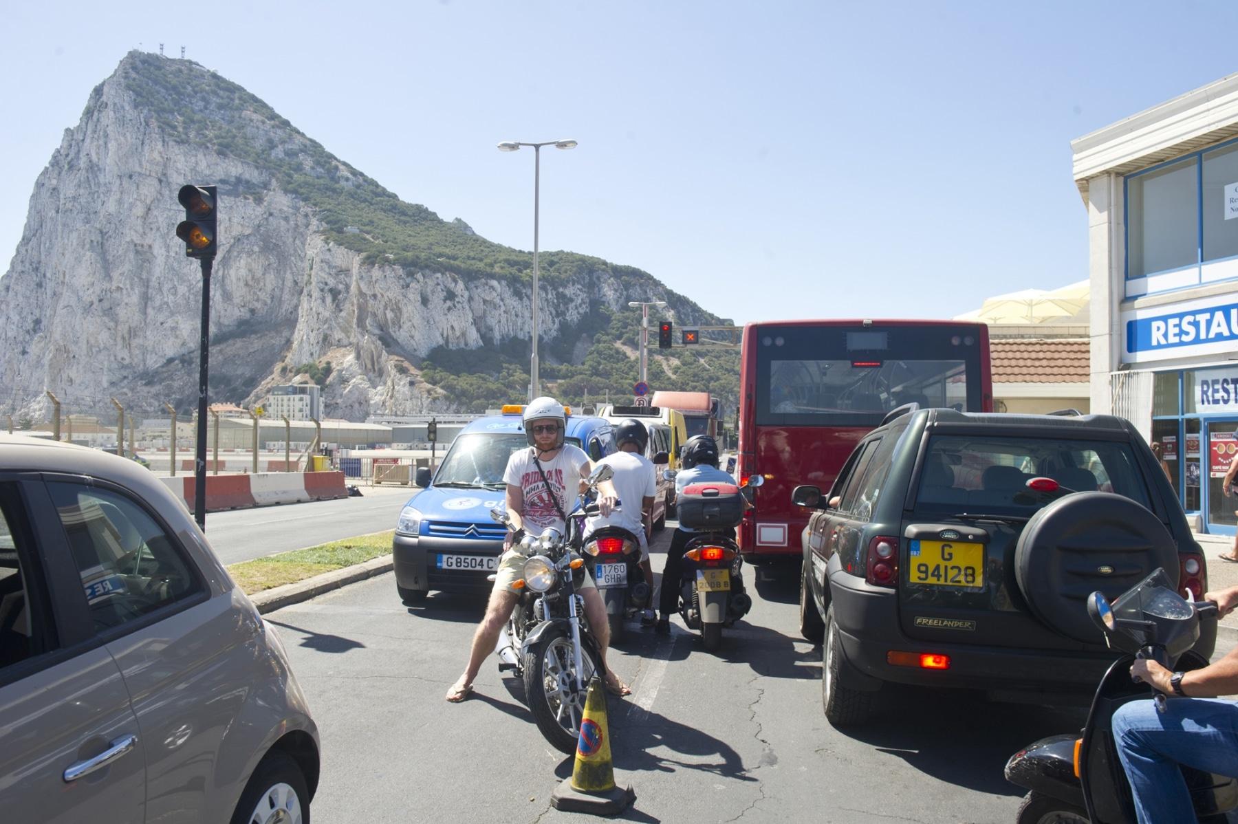 21-agosto-2014-colas-de-entrada-y-salida-de-gibraltar09_14986653381_o