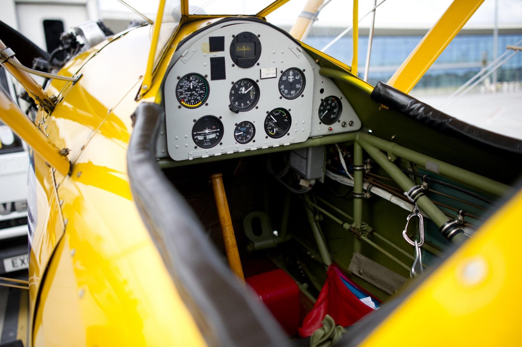 tom-lackey-acrobata-aereo-de-94-anos-en-gibraltar-10102014-04_15329667847_o