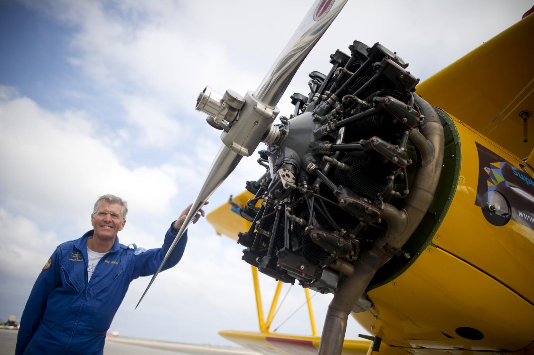 tom-lackey-acrobata-aereo-de-94-anos-en-gibraltar-10102014-06_15329668727_o