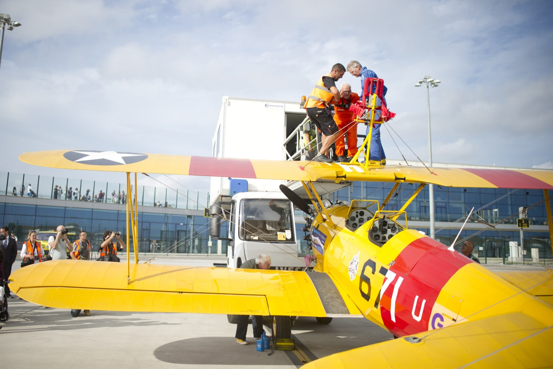 tom-lackey-acrobata-aereo-de-94-anos-en-gibraltar-10102014-08_15516255835_o