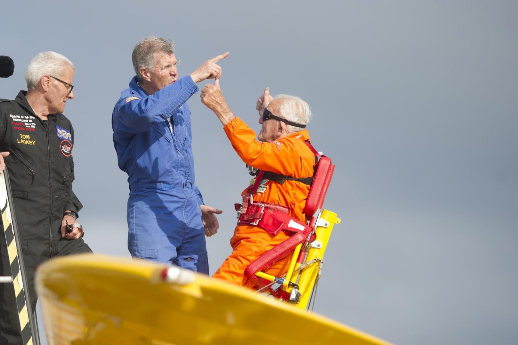 tom-lackey-acrobata-aereo-de-94-anos-en-gibraltar-10102014-10_15516255125_o
