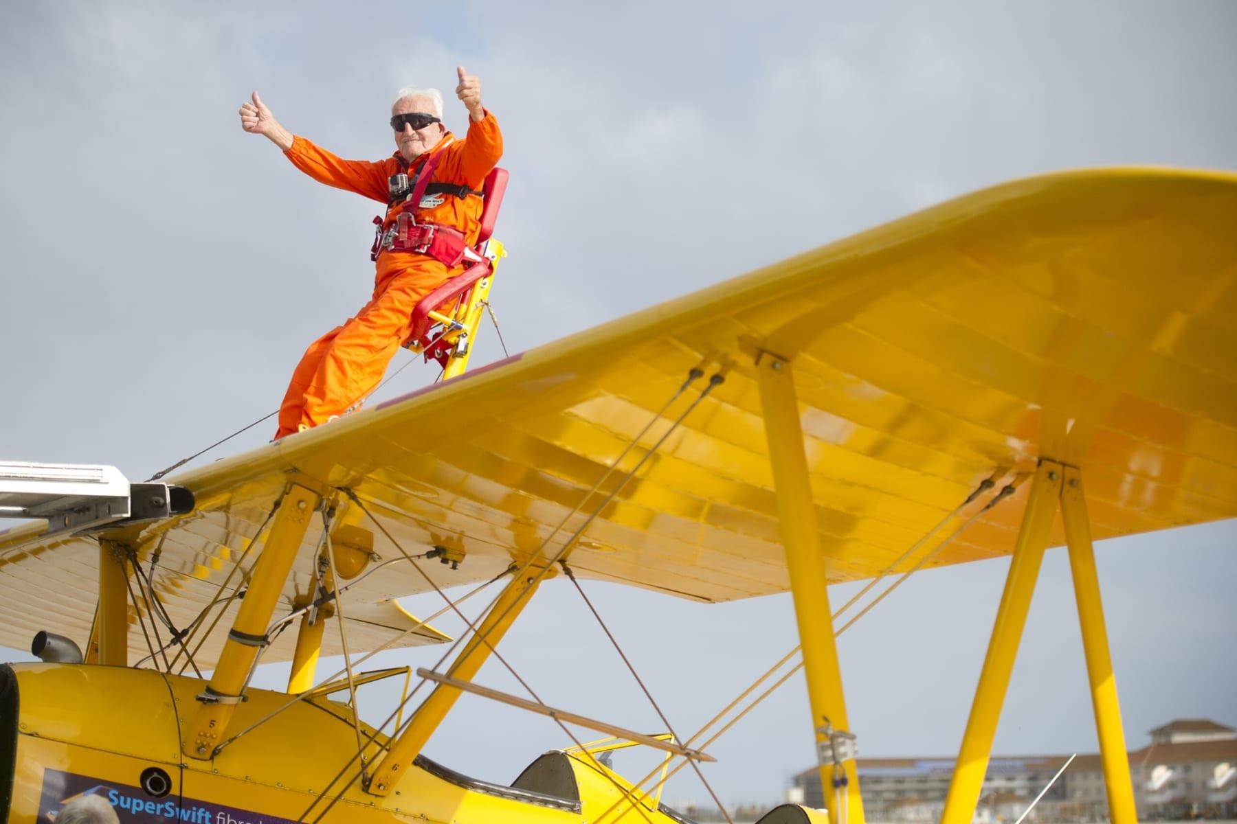 tom-lackey-acrobata-aereo-de-94-anos-en-gibraltar-10102014-11_15329586058_o