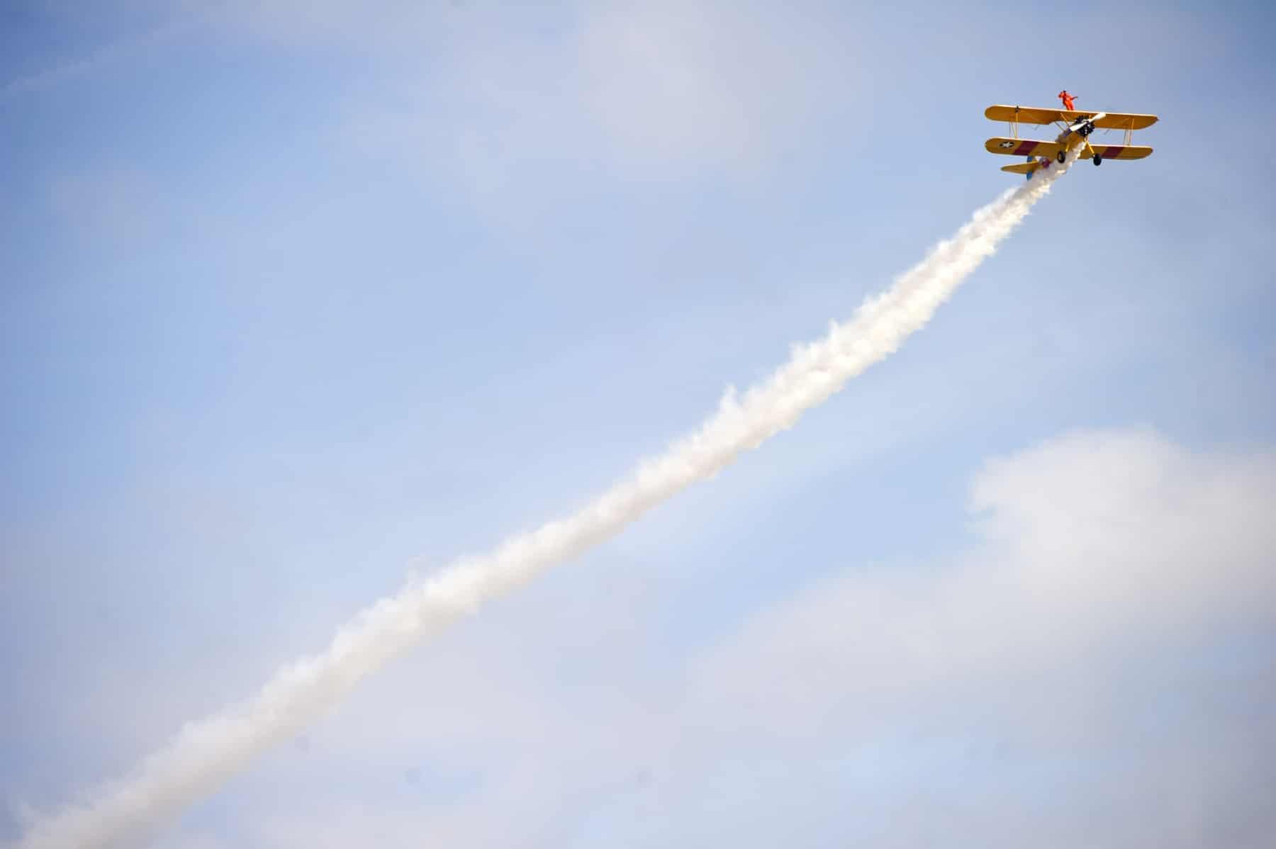 tom-lackey-acrobata-aereo-de-94-anos-en-gibraltar-10102014-15_15493079526_o