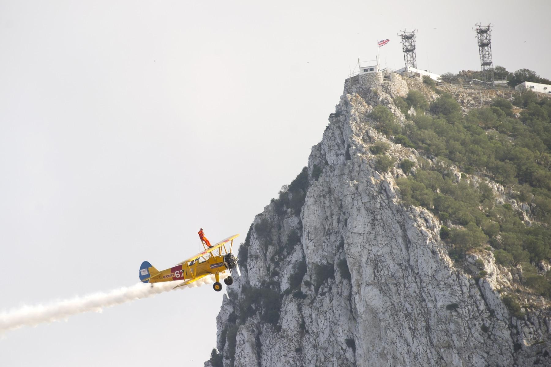 tom-lackey-acrobata-aereo-de-94-anos-en-gibraltar-10102014-16_15513090671_o