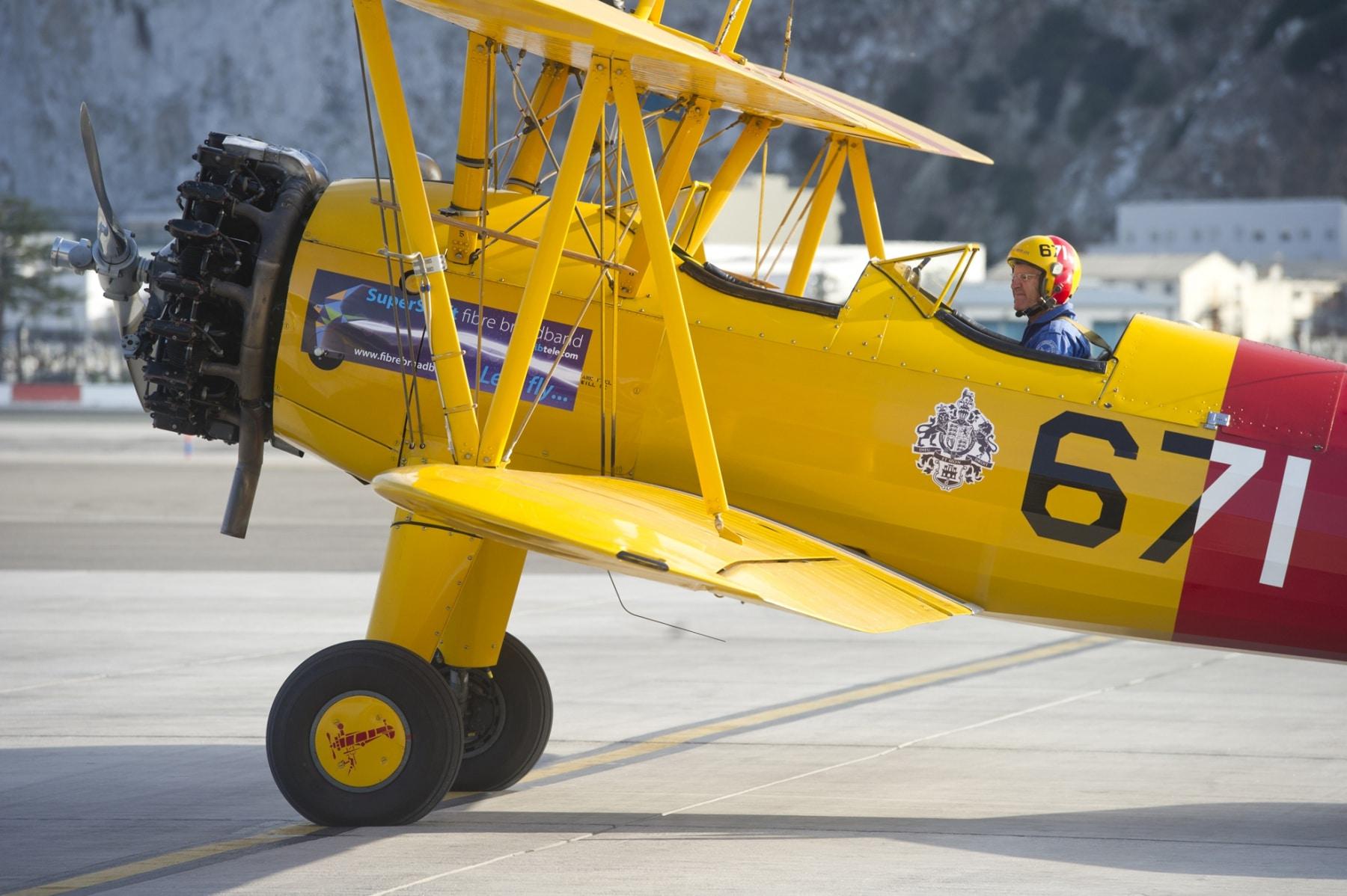 tom-lackey-acrobata-aereo-de-94-anos-en-gibraltar-10102014-20_15329348079_o