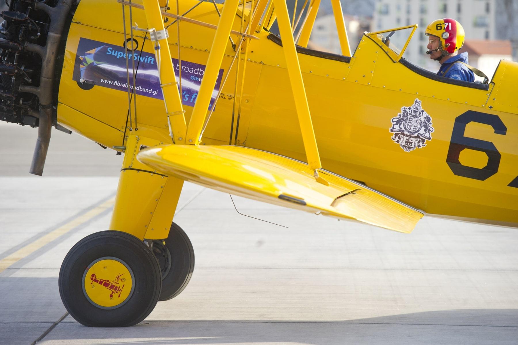 tom-lackey-acrobata-aereo-de-94-anos-en-gibraltar-10102014-26_15513087691_o
