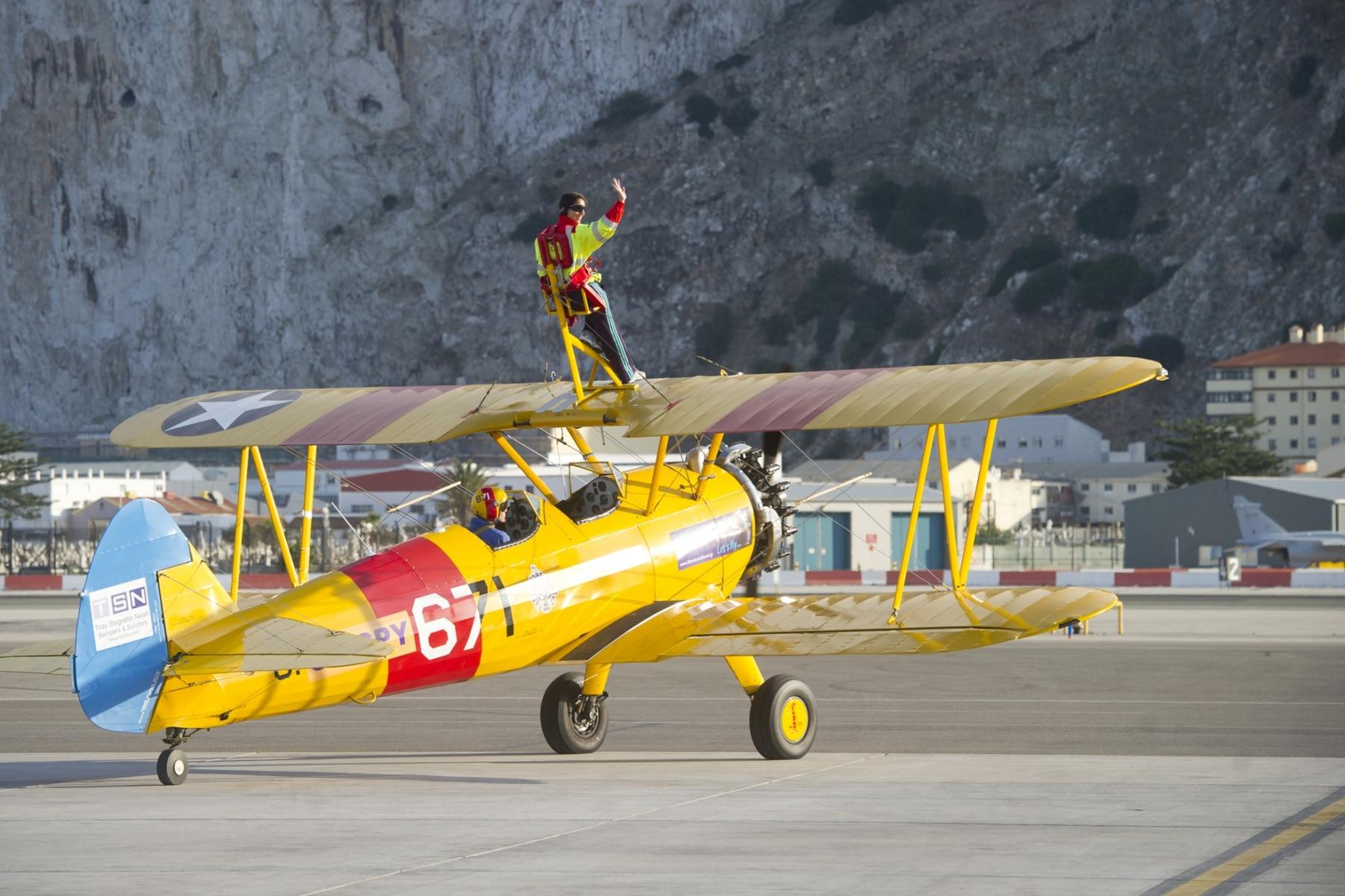 tom-lackey-acrobata-aereo-de-94-anos-en-gibraltar-10102014-27_15329345269_o