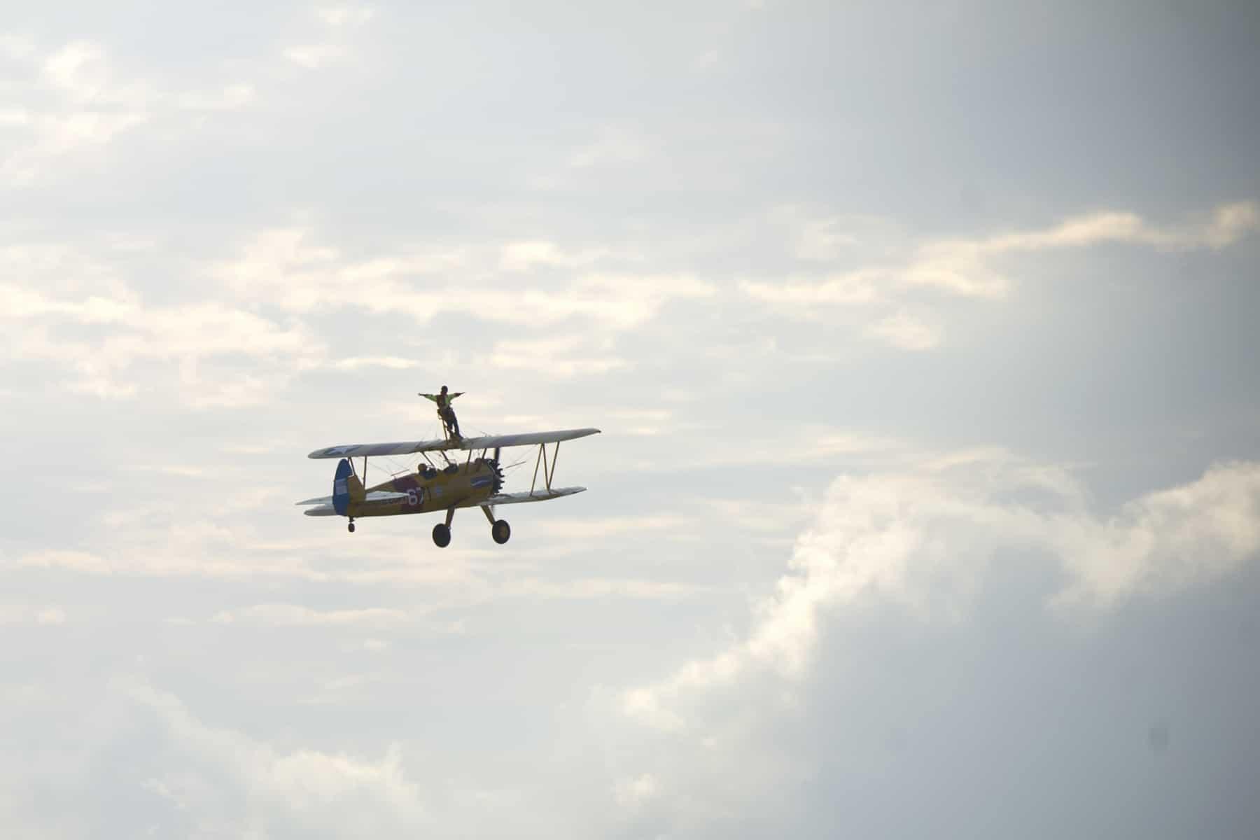 tom-lackey-acrobata-aereo-de-94-anos-en-gibraltar-10102014-29_15493074896_o