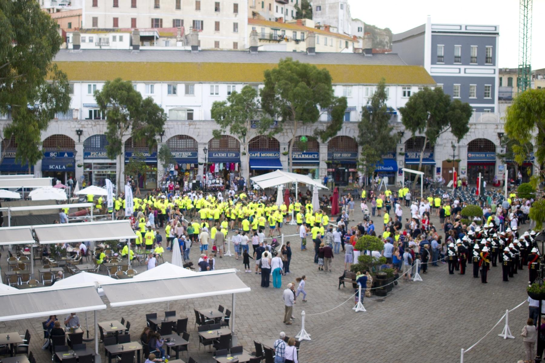henry-cavill-en-la-carrera-del-350-aniversario-de-los-royal-marines-en-gibraltar-25-octubre-201412_15624603862_o