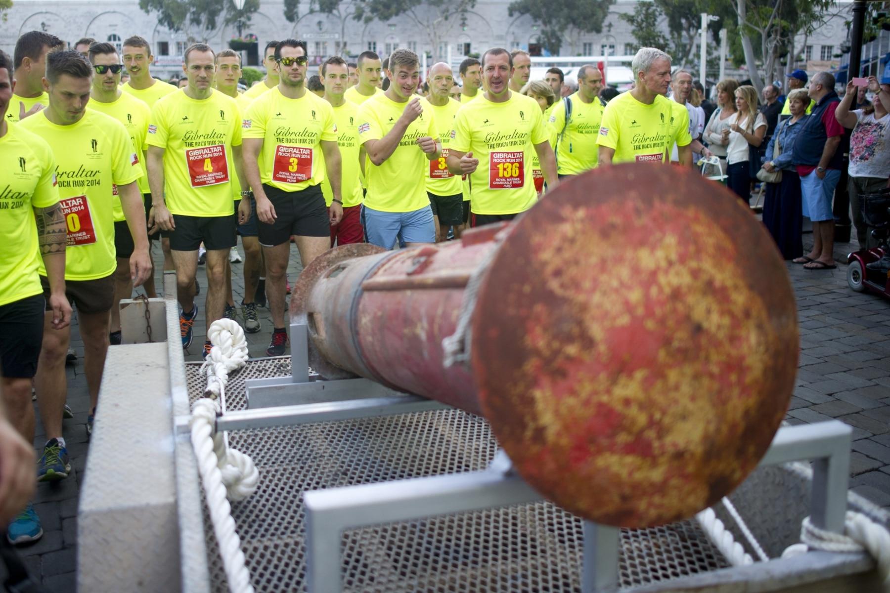 henry-cavill-en-la-carrera-del-350-aniversario-de-los-royal-marines-en-gibraltar-25-octubre-201415_15438164710_o