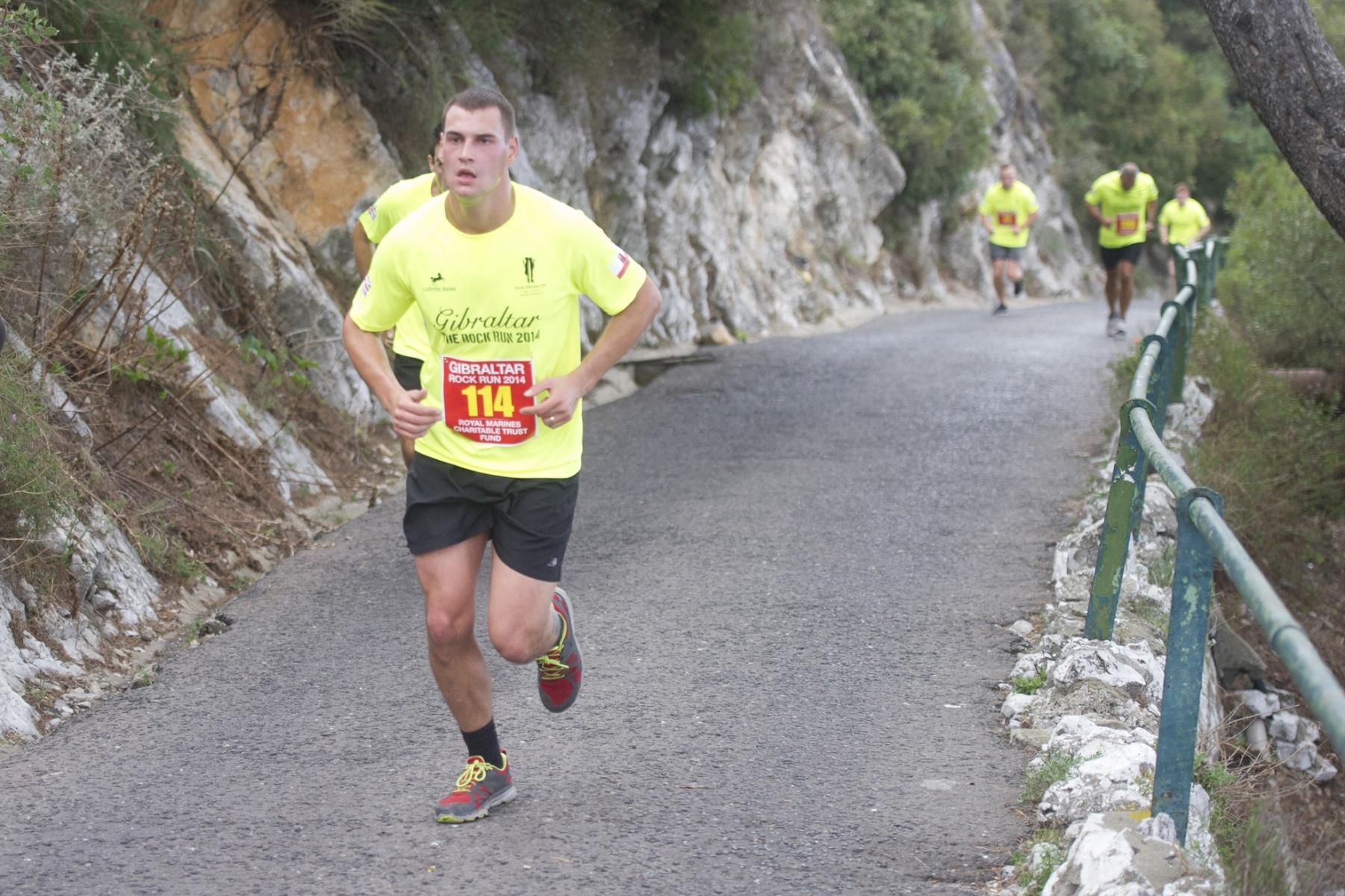 henry-cavill-en-la-carrera-del-350-aniversario-de-los-royal-marines-en-gibraltar-25-octubre-201433_15003558023_o