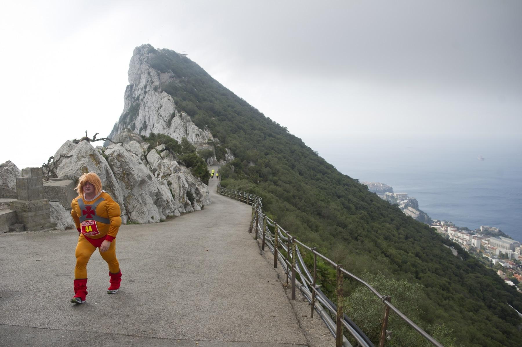 henry-cavill-en-la-carrera-del-350-aniversario-de-los-royal-marines-en-gibraltar-25-octubre-201439_15623709805_o