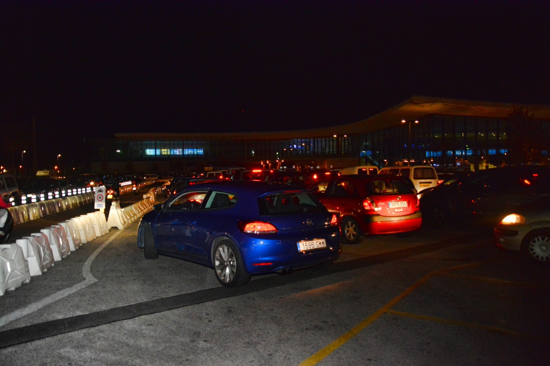 Gibraltar - Drivers wait for hours to cross border