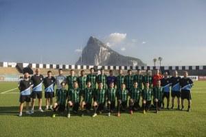 150625 Fútbol Primer entrenamiento del Europa FC de Gibraltar en el estadio municipal de La Línea de la Concepción