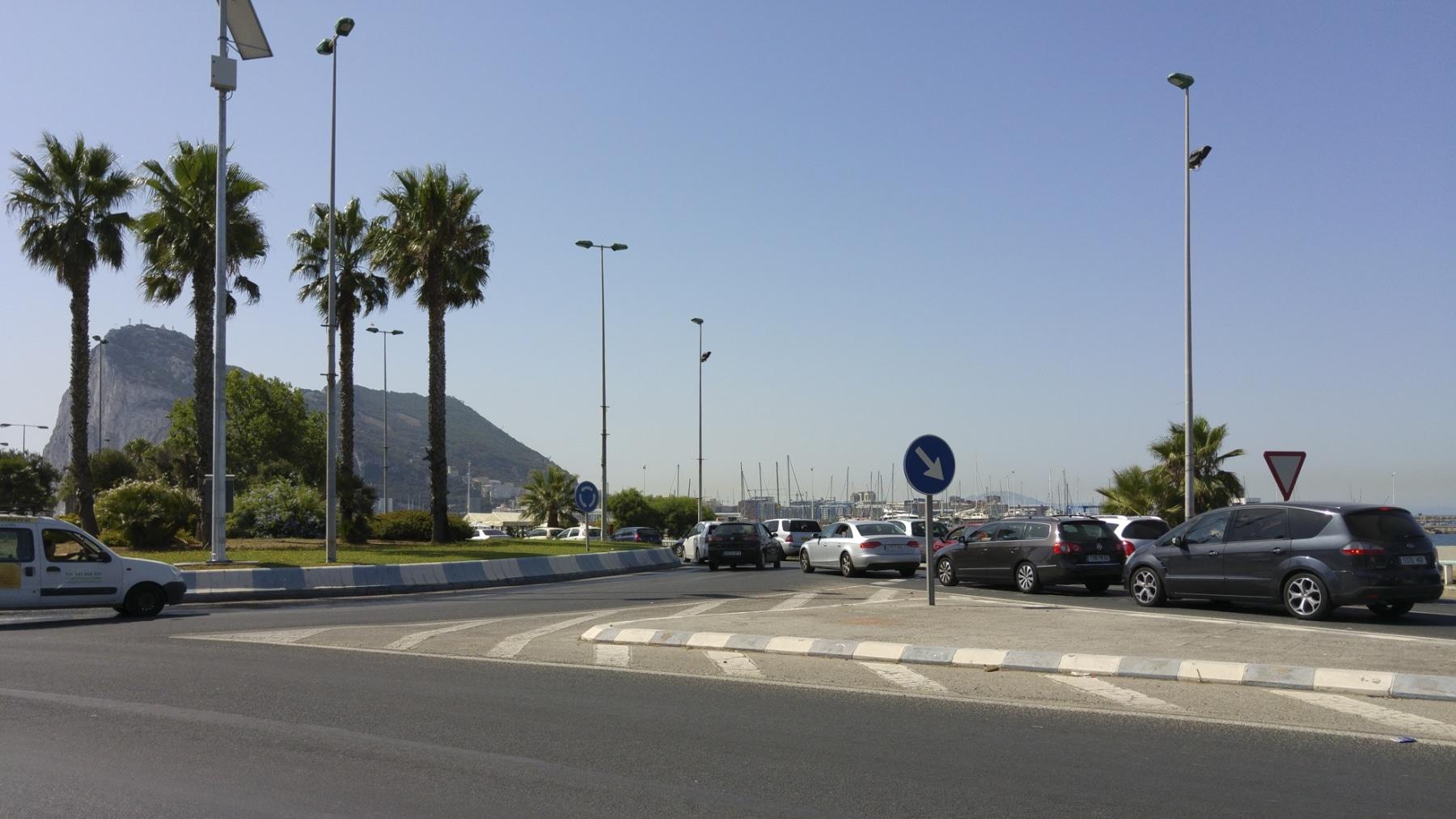 cola-entrada-a-gibraltar-28072015-02_19468708393_o