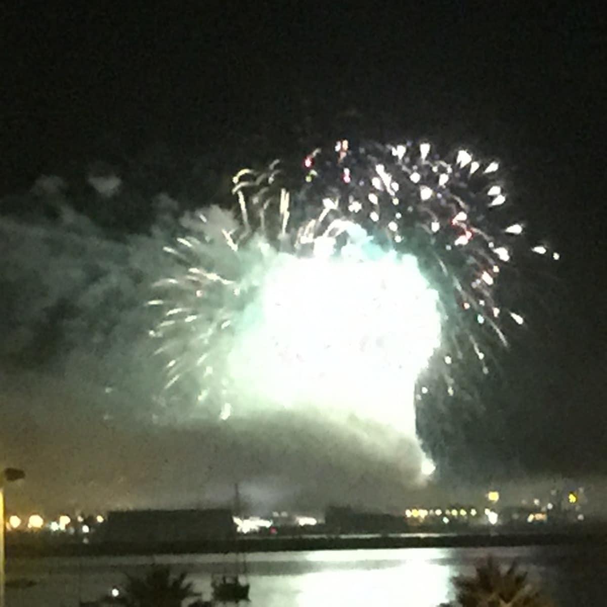 fuegos-artificiales-como-colofn-del-da-nacional-de-gibraltar-2015_22718927386_o