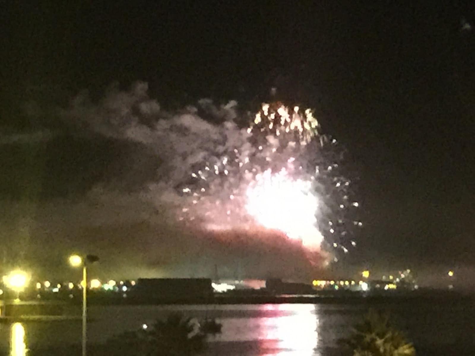 fuegos-artificiales-como-colofn-del-da-nacional-de-gibraltar-2015_22718937496_o