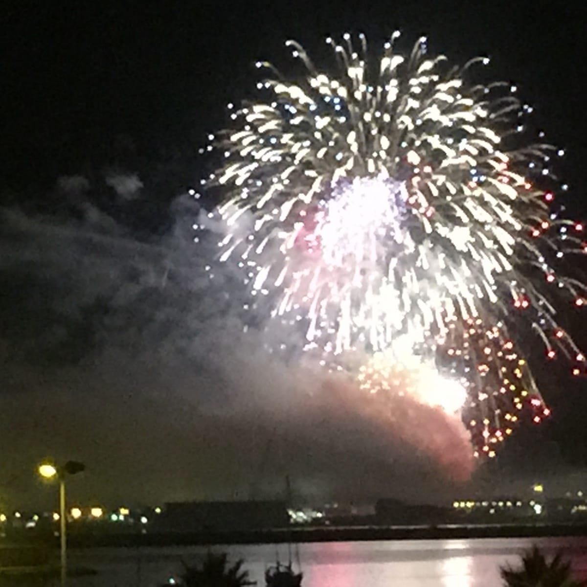 fuegos-artificiales-como-colofn-del-da-nacional-de-gibraltar-2015_22718963956_o
