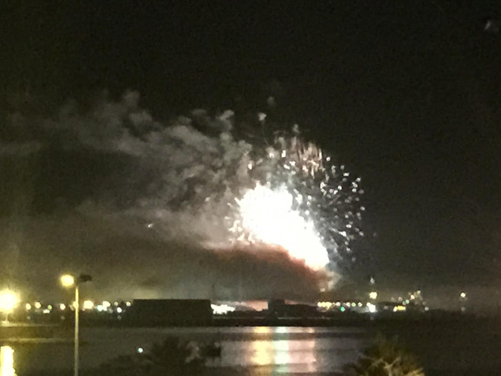 fuegos-artificiales-como-colofn-del-da-nacional-de-gibraltar-2015_22731398082_o
