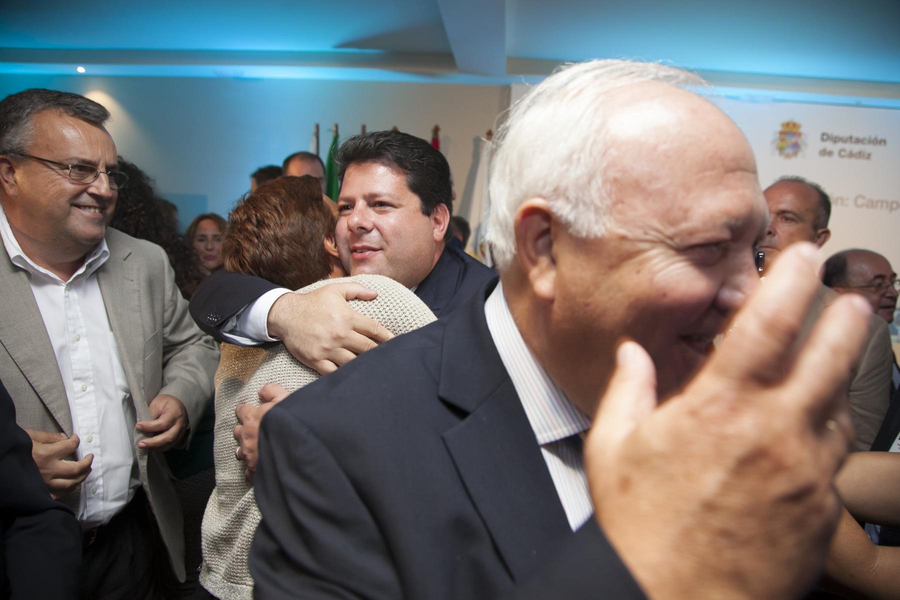 a-exalcaldesa-de-la-lnea-de-la-concepcin-gemma-araujo-psoe-saluda-al-ministro-principal-de-gibraltar-fabian-picardo_21397315186_o