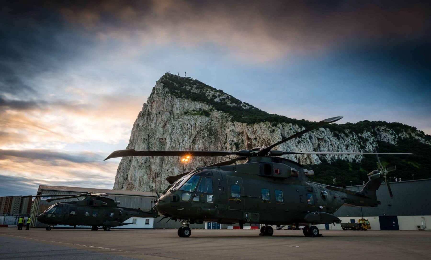 15-de-enero-2016-simulacro-de-rescate-con-helicpteros-merlin-mk3-en-gibraltar-04_23771648983_o