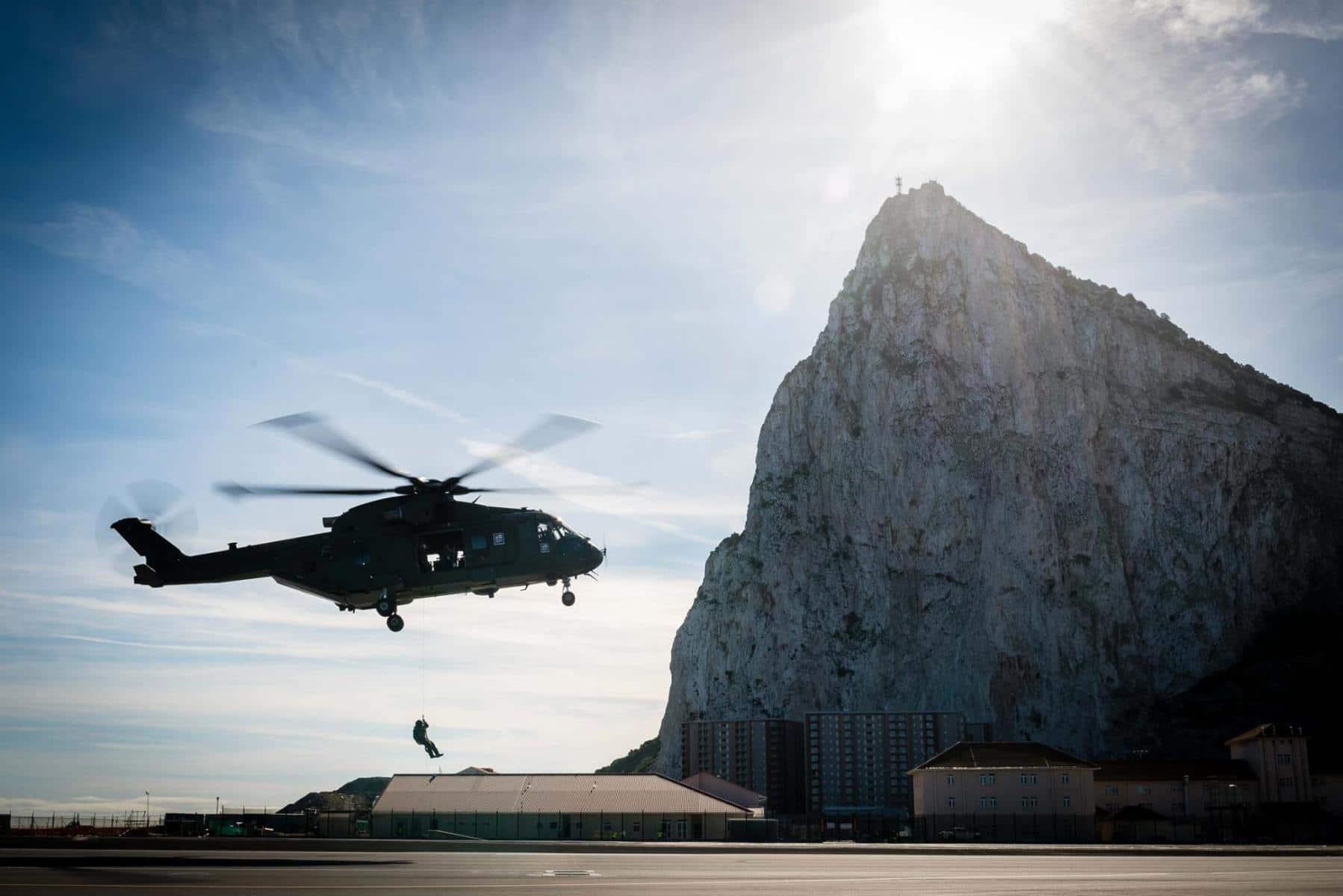 15-de-enero-2016-simulacro-de-rescate-con-helicpteros-merlin-mk3-en-gibraltar-07_24315970501_o
