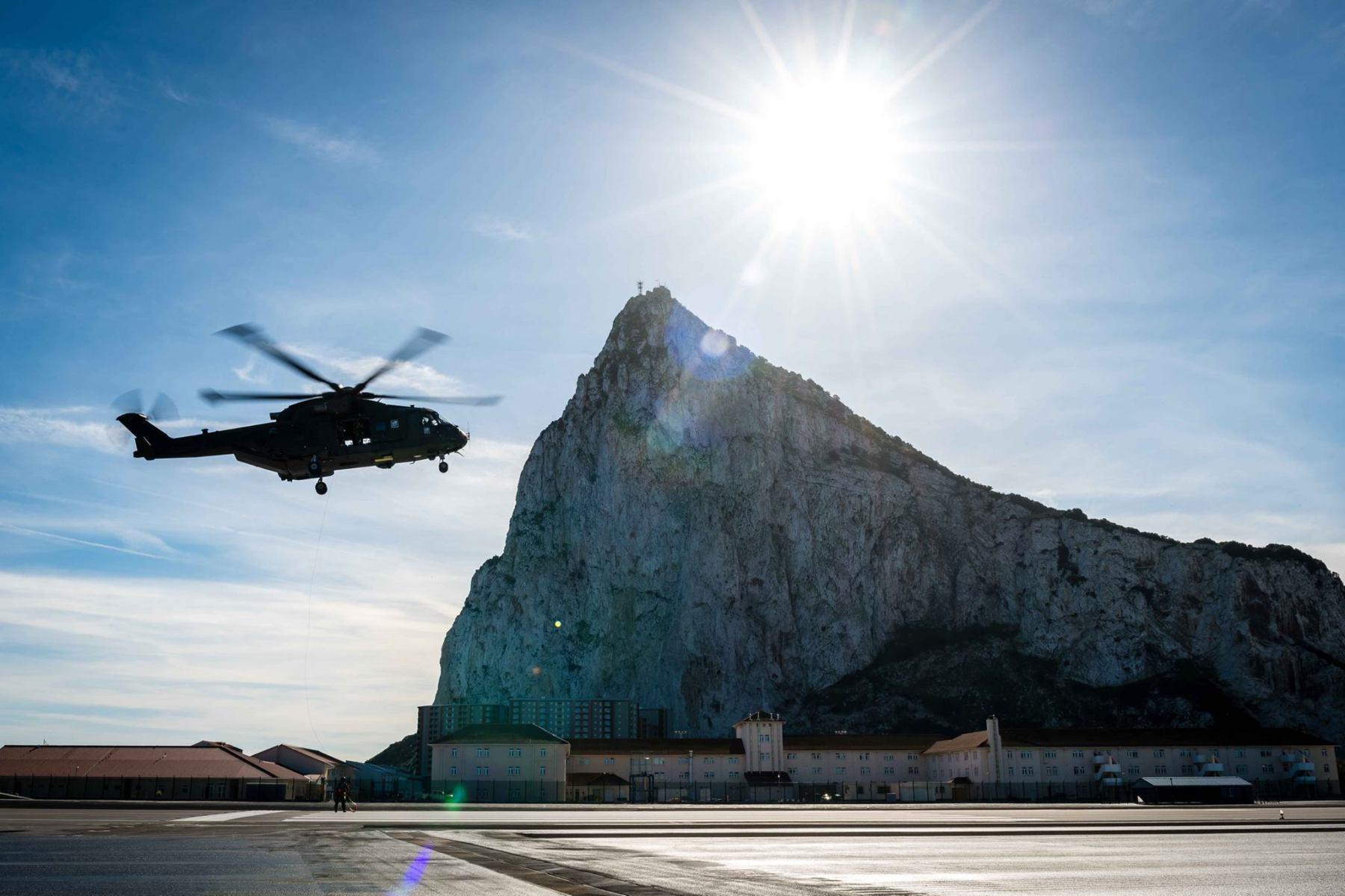 15-de-enero-2016-simulacro-de-rescate-con-helicpteros-merlin-mk3-en-gibraltar-09_24398435405_o