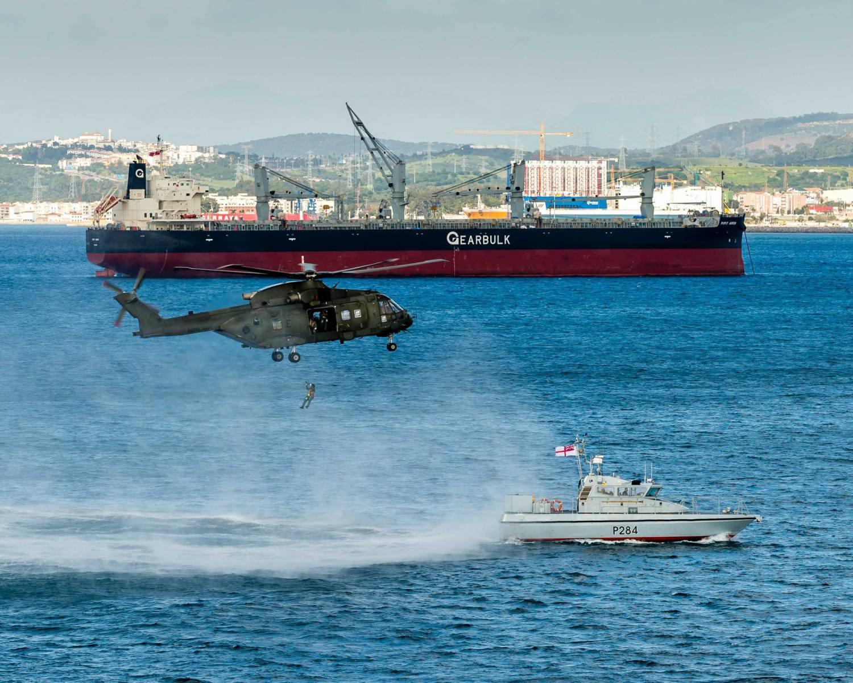 15-de-enero-2016-simulacro-de-rescate-con-helicpteros-merlin-mk3-en-gibraltar-10_24290191672_o