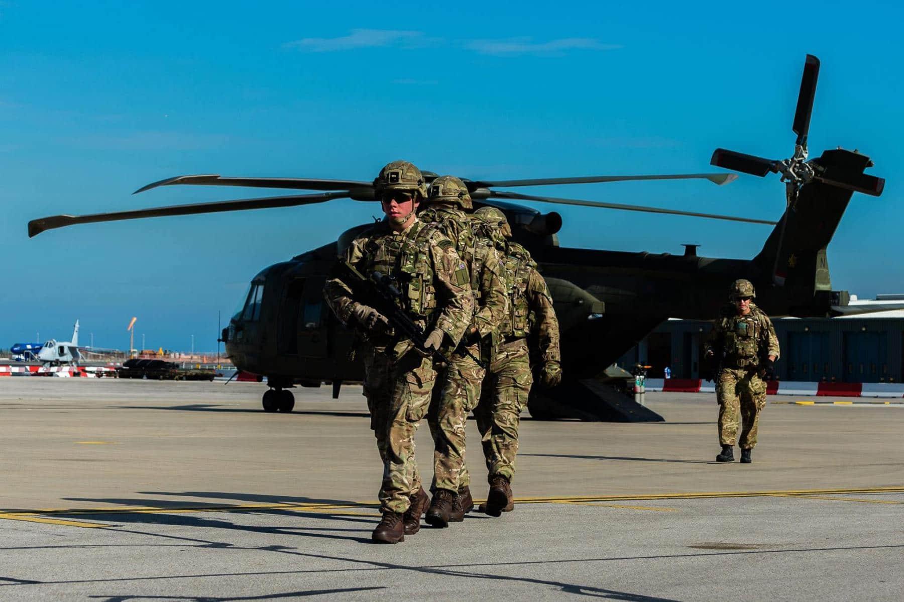 15-de-enero-2016-simulacro-de-rescate-con-helicpteros-merlin-mk3-en-gibraltar-17_23770226254_o