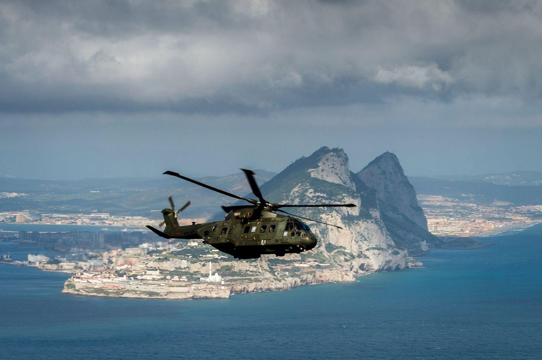 15-de-enero-2016-simulacro-de-rescate-con-helicpteros-merlin-mk3-en-gibraltar-18_24398430515_o