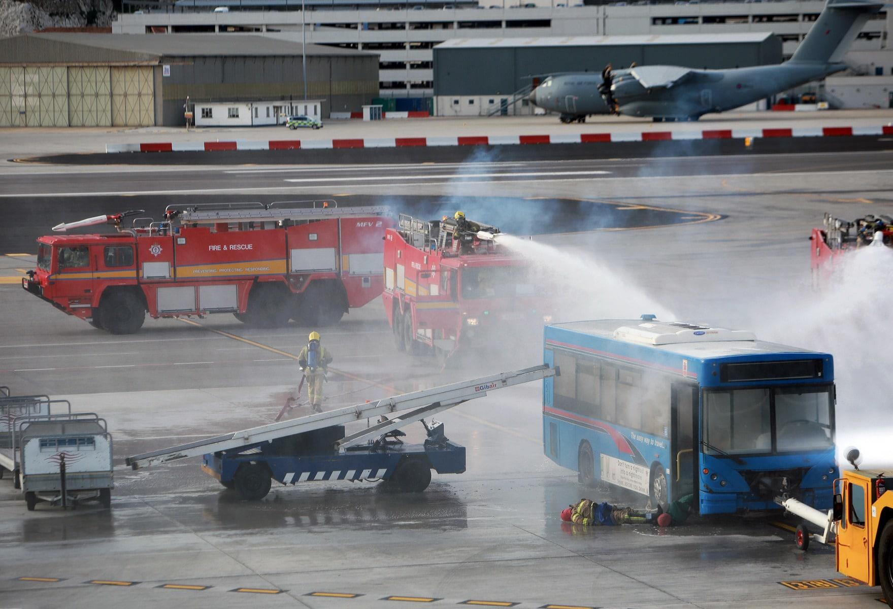 09-feb-2016-simulacro-de-incidente-en-el-aeropuerto-de-gibraltar_24286855584_o