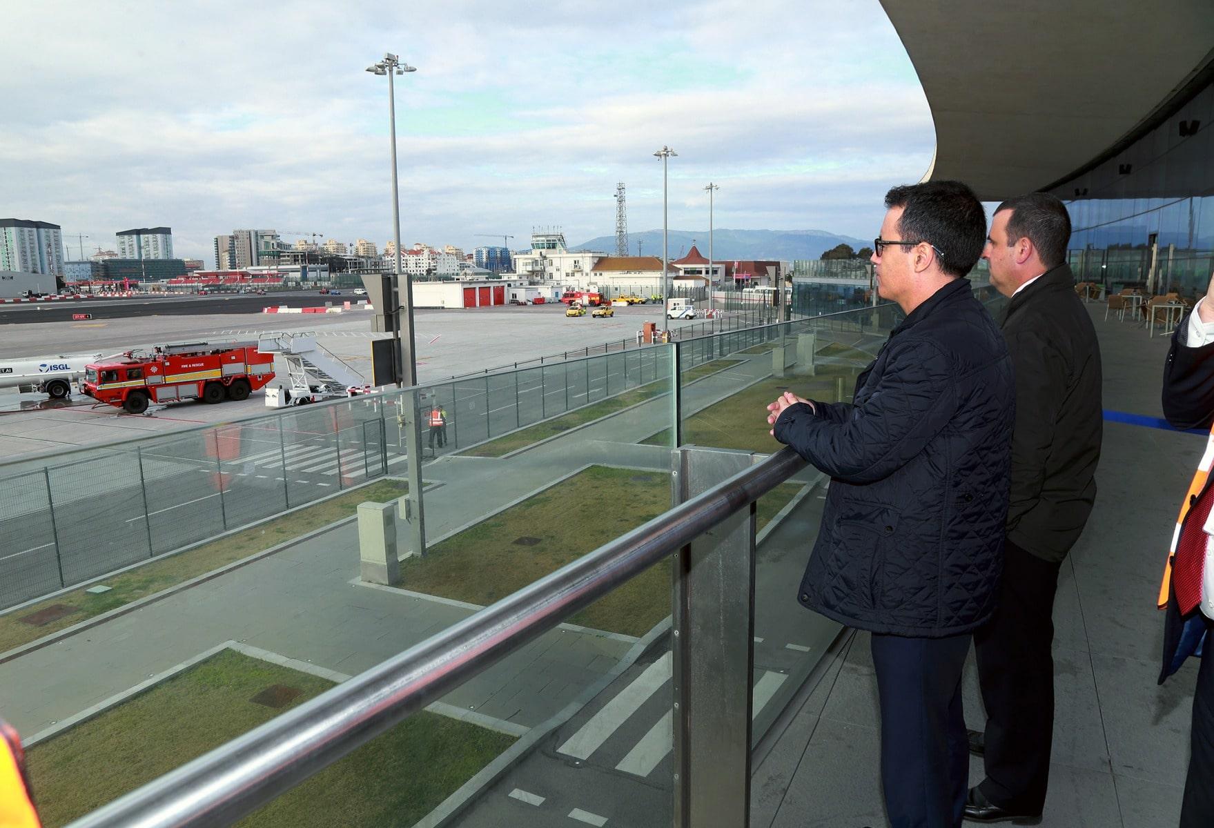 joseph-garca-viceministro-principal-de-gibraltar-el-9-feb-2016-durante-un-simulacro-de-incidente-en-el-aeropuerto-de-gibraltar_24286853364_o
