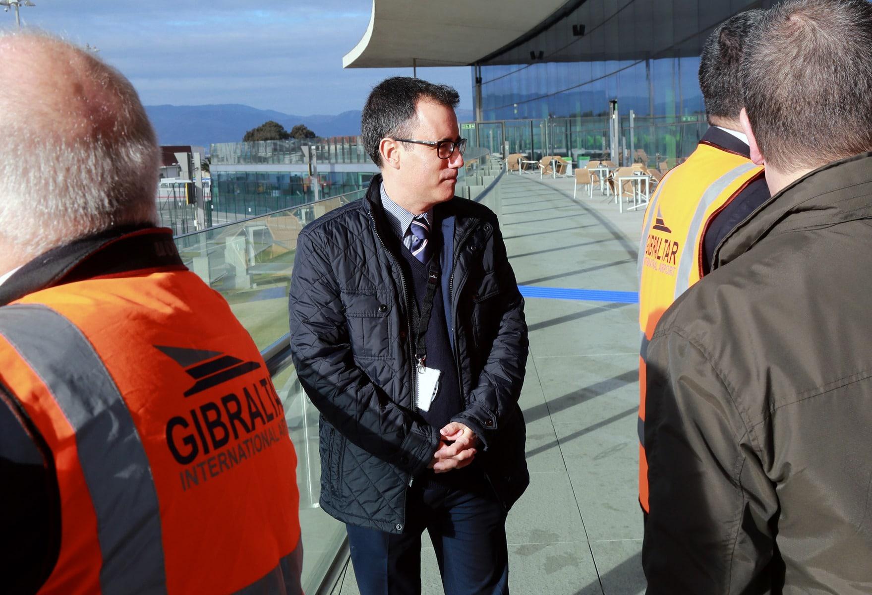 joseph-garca-viceministro-principal-de-gibraltar-el-9-feb-2016-durante-un-simulacro-de-incidente-en-el-aeropuerto-de-gibraltar_24888685396_o