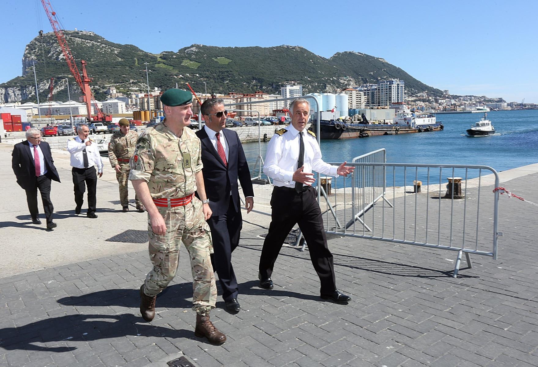 visita-oficial-del-gobernador-al-puerto-de-gibraltar_26128564476_o