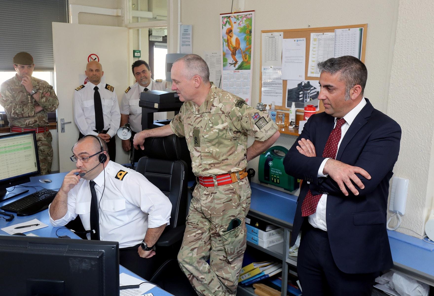 visita-oficial-del-gobernador-al-puerto-de-gibraltar_26128567376_o