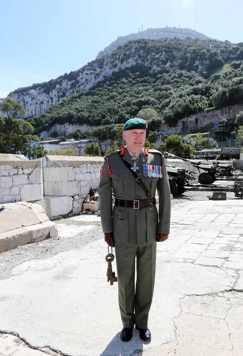 salvas-en-gibraltar-en-honor-al-90-cumpleaos-de-la-reina-isabel-ii_25958097103_o