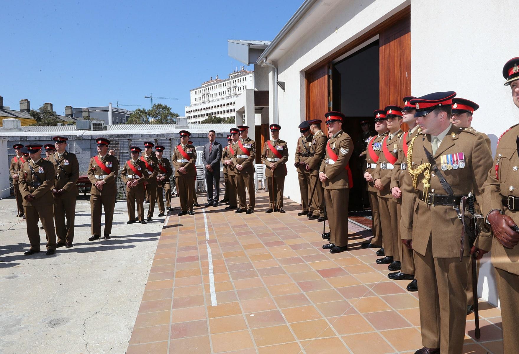 salvas-en-gibraltar-en-honor-al-90-cumpleaos-de-la-reina-isabel-ii_26468676042_o