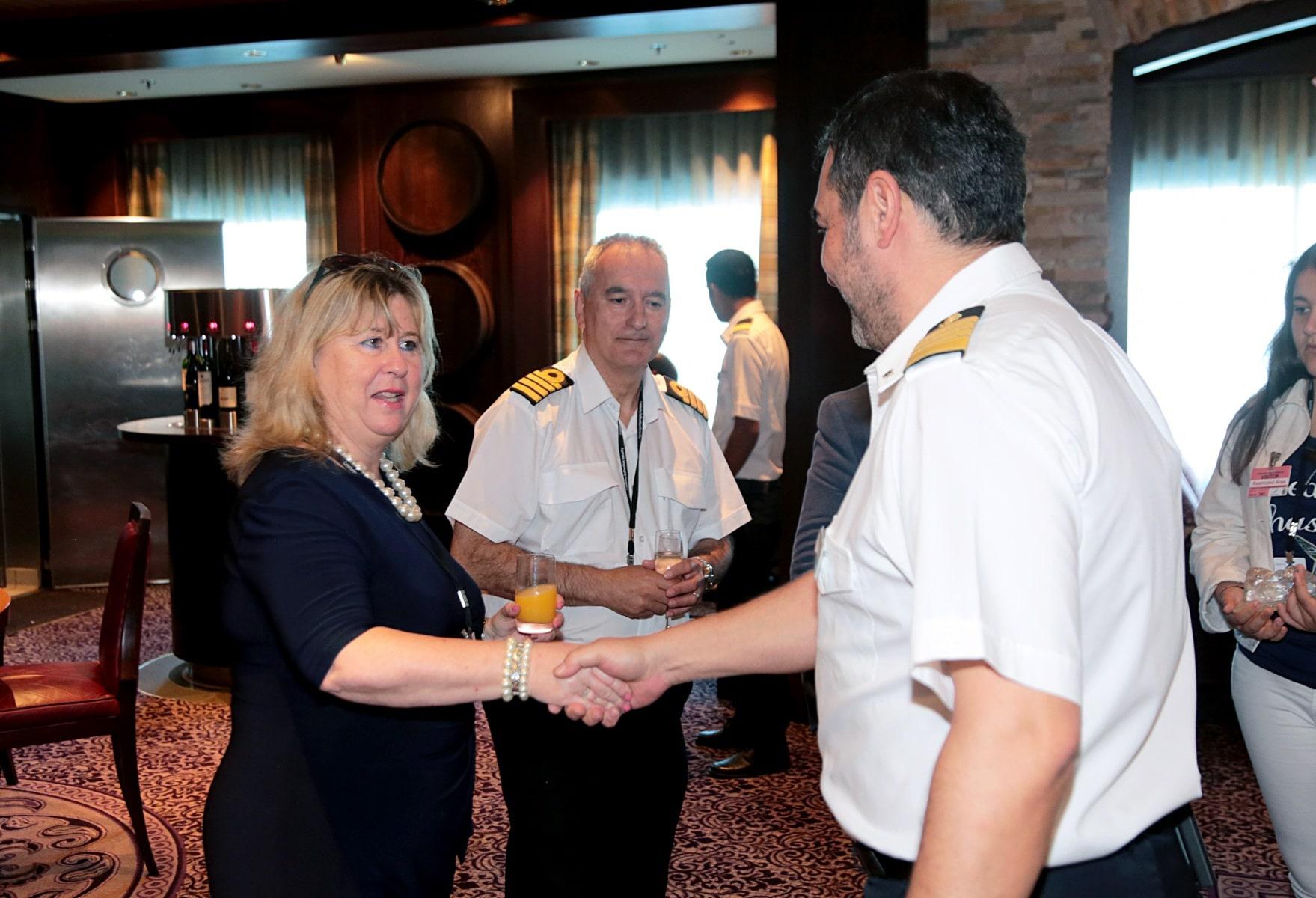 Escala-inaugural-del-crucero-Ovation-of-the-Seas-23
